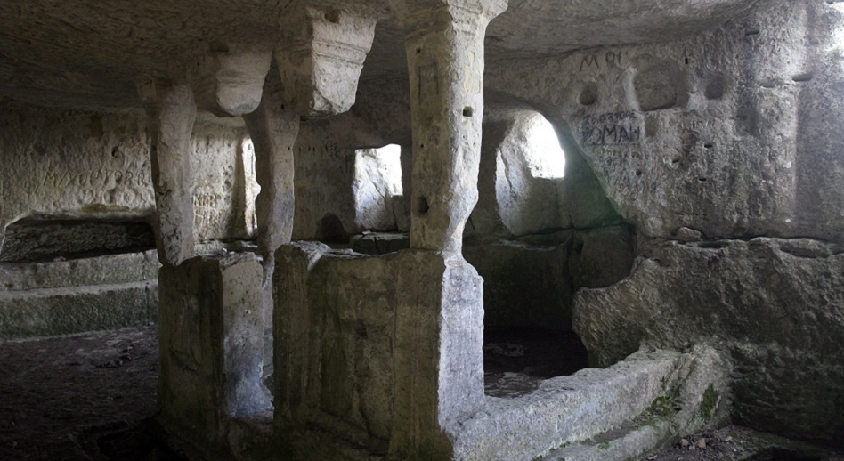 Пещерный монастырь Тепе-Кермен