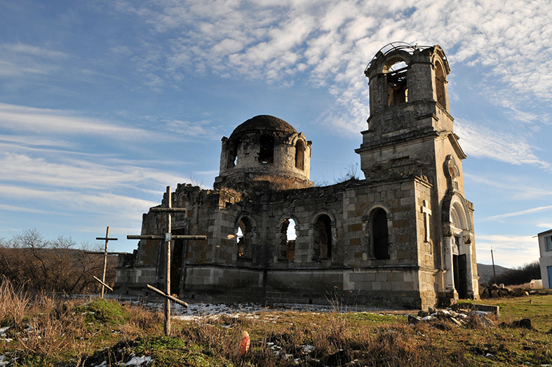 Храм святой Троицы в Лаках